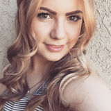 Hannah from Canoga Park | Woman | 24 years old | Gemini