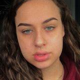 Julia from Ottawa | Woman | 20 years old | Leo
